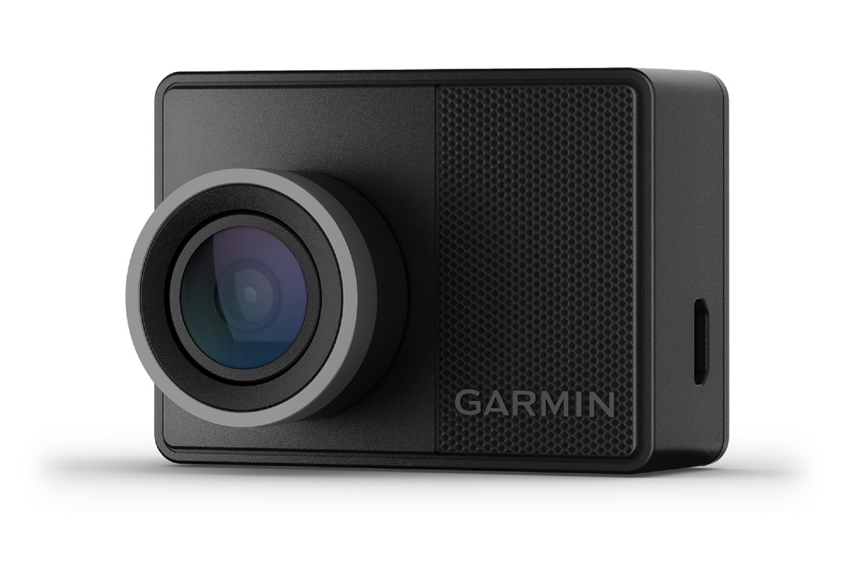 garmin-dash-cam-57-review:-small-and-mighty,-now-with-cloud-storage