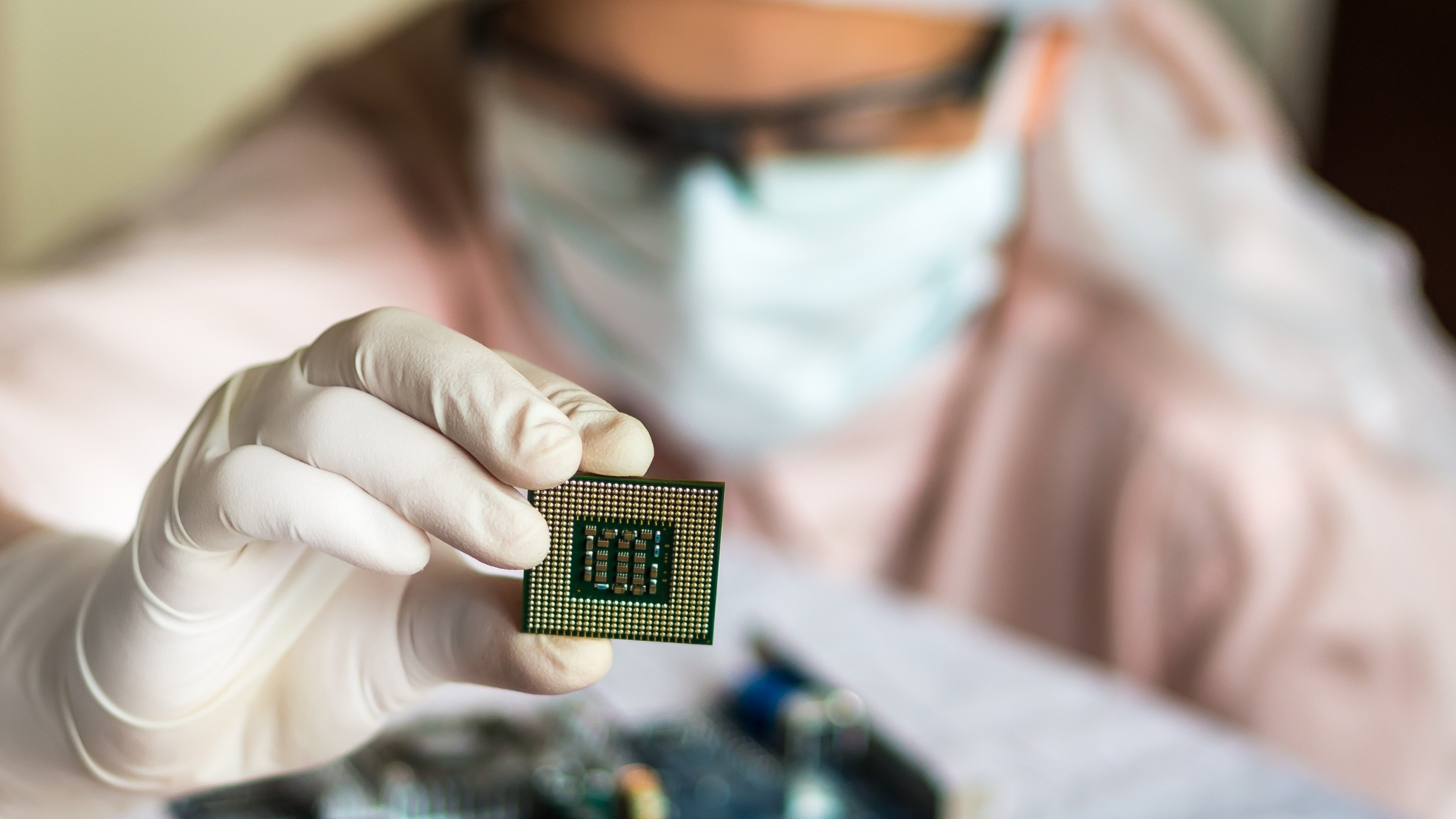 apple,-amd-and-intel-are-taking-gambles-with-the-chip-shortage-–-will-they-pay-off?